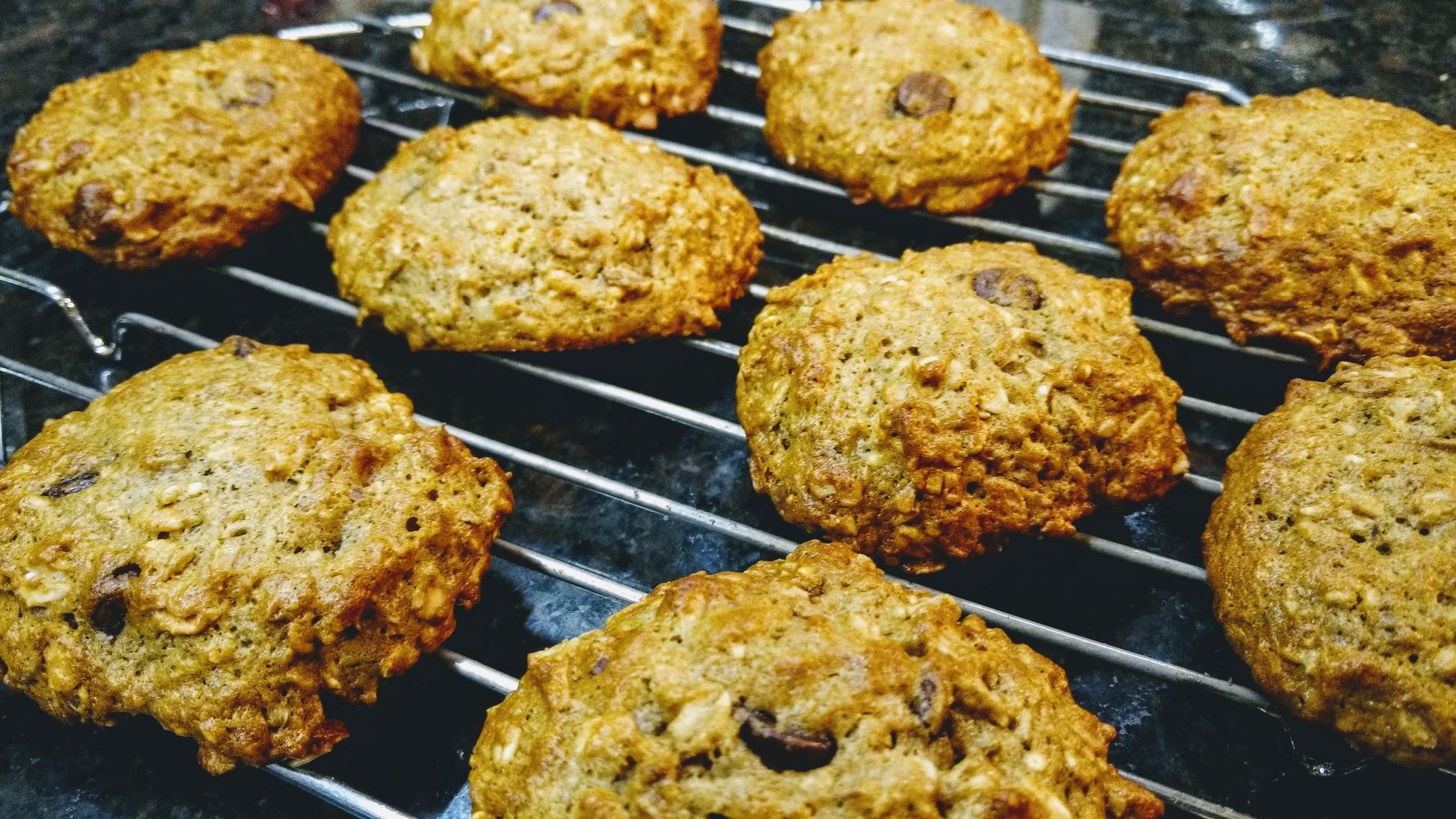 banana-chocolate-chip-oatmeal-cookies